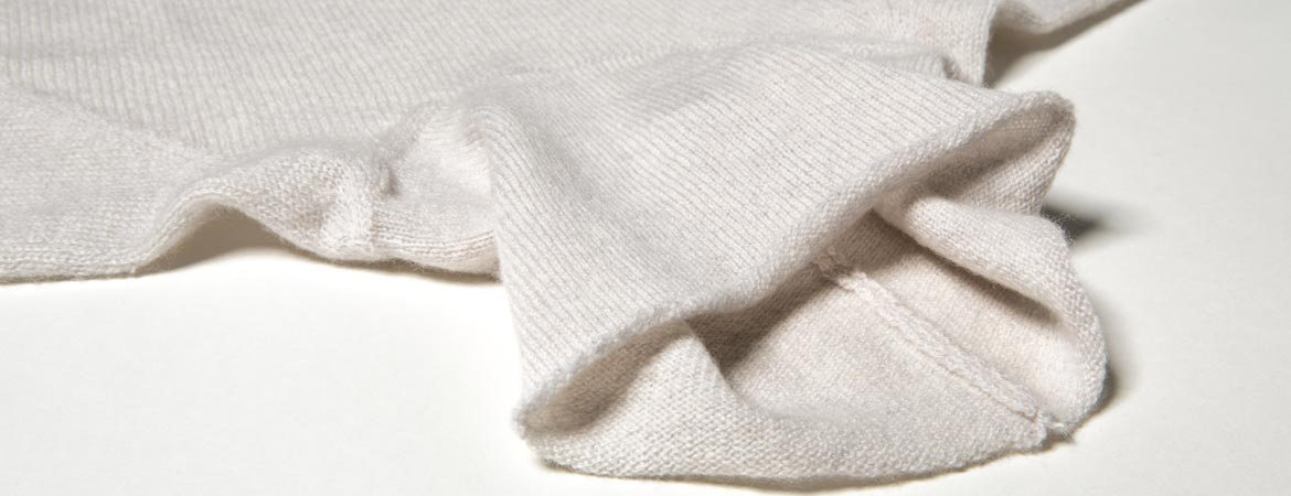 ULTRA-LIGHT Cashmere Raglan Turtleneck