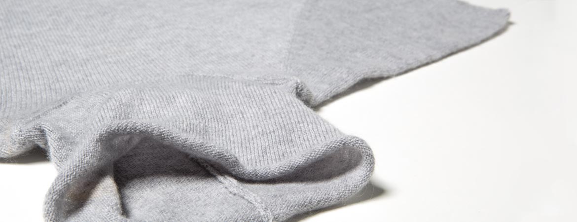 ULTRA-LIGHT Cashmere Short Sleeve Turtleneck